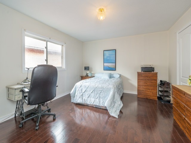 Detached at 33 Coldwater Crt E, Vaughan, Ontario. Image 8