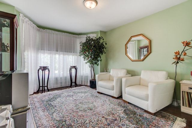 Detached at 1 Somerset Cres, Richmond Hill, Ontario. Image 4