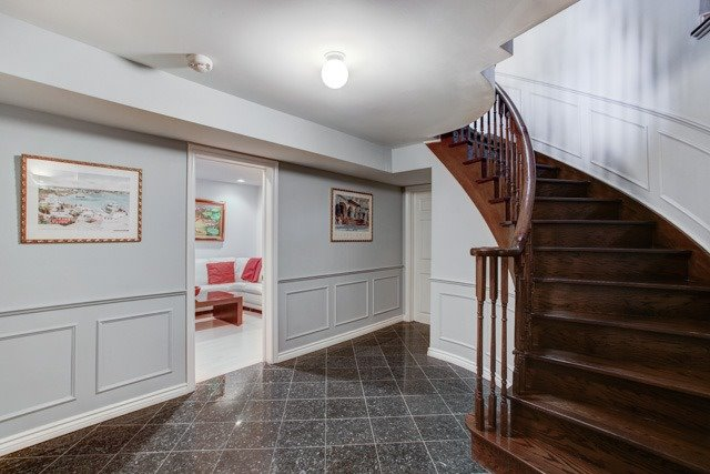 Detached at 1 Somerset Cres, Richmond Hill, Ontario. Image 5