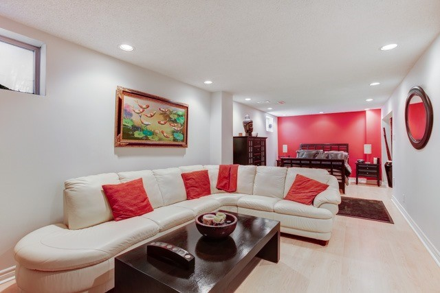 Detached at 1 Somerset Cres, Richmond Hill, Ontario. Image 6