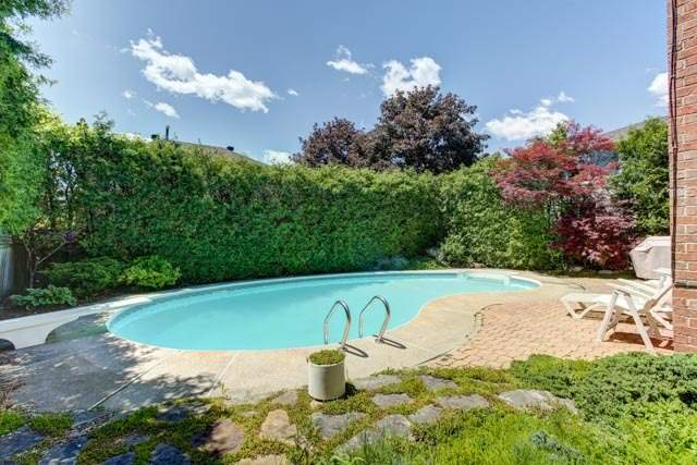 Detached at 1 Somerset Cres, Richmond Hill, Ontario. Image 9