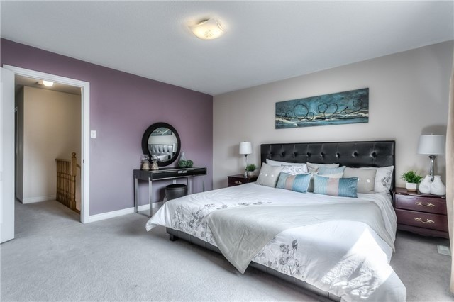 Townhouse at 156 Dovetail Dr, Richmond Hill, Ontario. Image 4