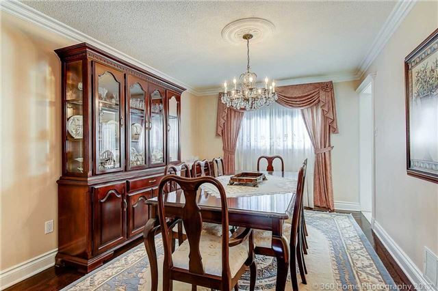 Detached at 48 Cooperage Cres, Richmond Hill, Ontario. Image 2