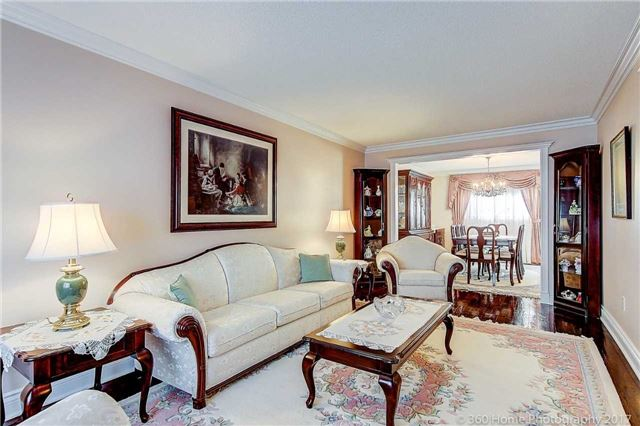 Detached at 48 Cooperage Cres, Richmond Hill, Ontario. Image 3