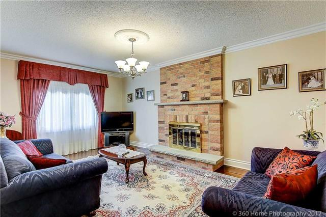 Detached at 48 Cooperage Cres, Richmond Hill, Ontario. Image 4