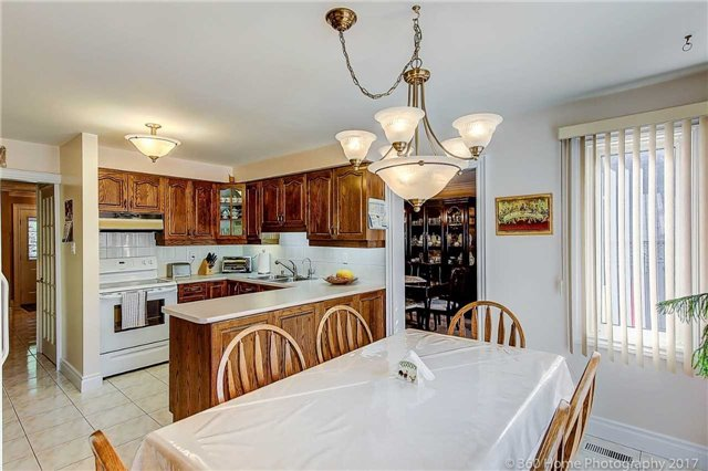Detached at 48 Cooperage Cres, Richmond Hill, Ontario. Image 5