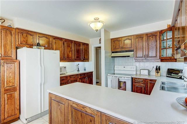 Detached at 48 Cooperage Cres, Richmond Hill, Ontario. Image 6
