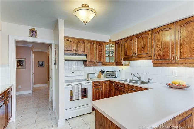 Detached at 48 Cooperage Cres, Richmond Hill, Ontario. Image 7