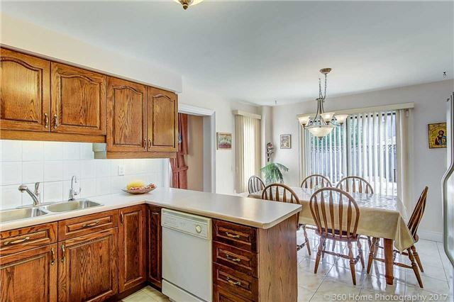 Detached at 48 Cooperage Cres, Richmond Hill, Ontario. Image 8