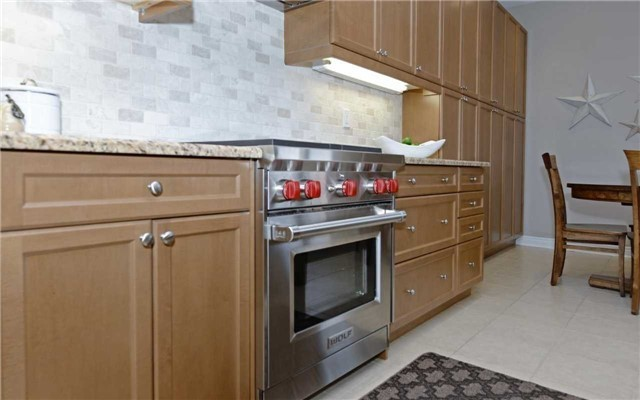 Detached at 519 William Forster Rd, Markham, Ontario. Image 2
