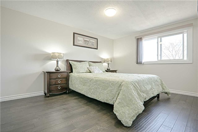 Link at 28 Fordcombe Cres, Markham, Ontario. Image 3