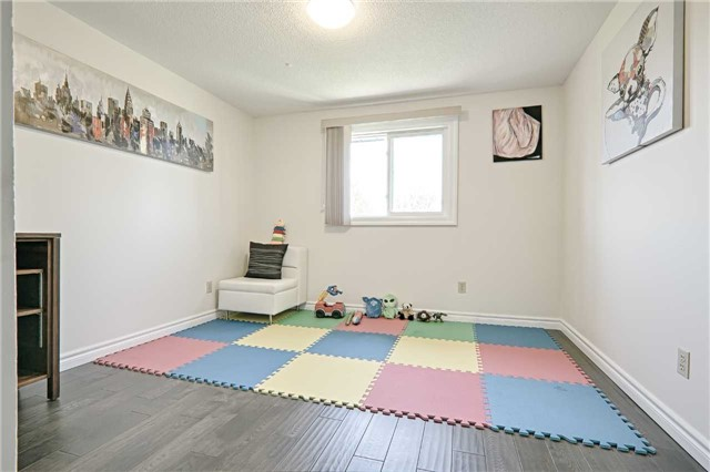 Link at 28 Fordcombe Cres, Markham, Ontario. Image 4