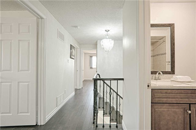 Link at 28 Fordcombe Cres, Markham, Ontario. Image 5