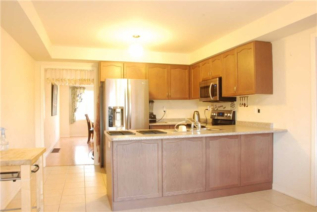 Townhouse at 217 Hawkview Blvd, Vaughan, Ontario. Image 11