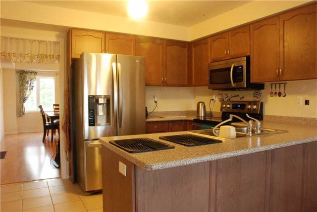 Townhouse at 217 Hawkview Blvd, Vaughan, Ontario. Image 12