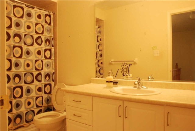 Townhouse at 217 Hawkview Blvd, Vaughan, Ontario. Image 15