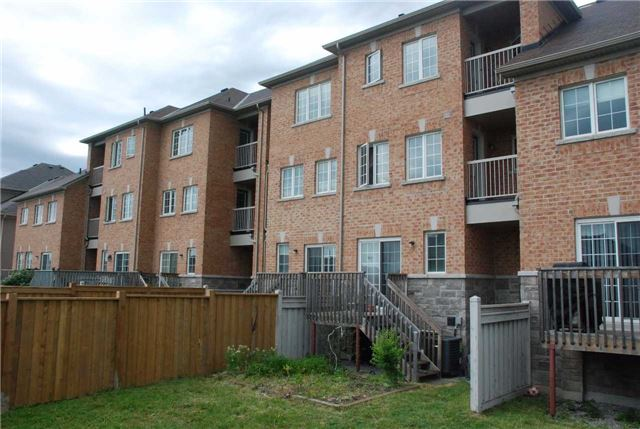 Townhouse at 217 Hawkview Blvd, Vaughan, Ontario. Image 6