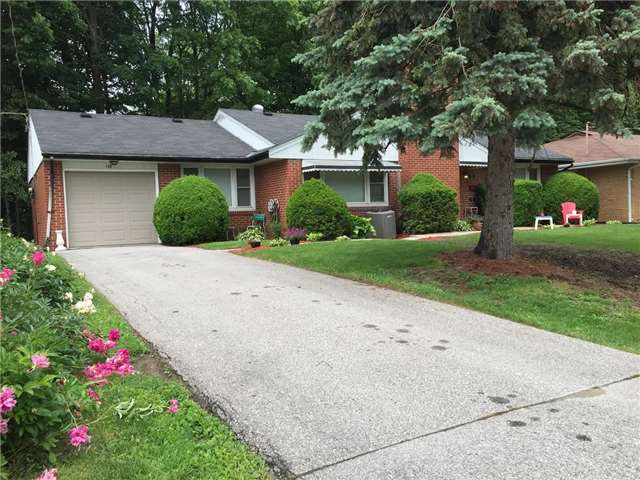 Detached at 155 Park Ave, Newmarket, Ontario. Image 1