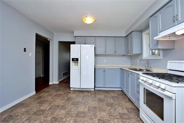 Detached at 1063 Westmount Ave, Innisfil, Ontario. Image 10