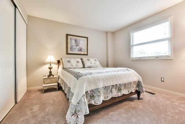 Detached at 86 Beryl Ave, Whitchurch-Stouffville, Ontario. Image 2