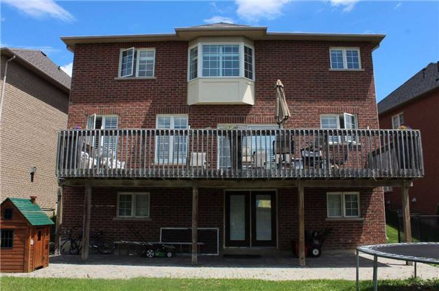 Detached at 64 Skywood Dr, Richmond Hill, Ontario. Image 9