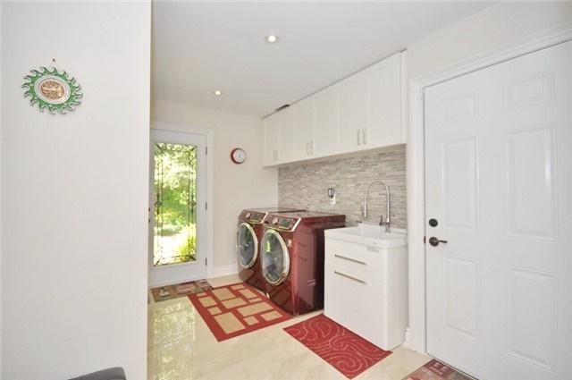 Detached at 70 High Oak Tr, Richmond Hill, Ontario. Image 2