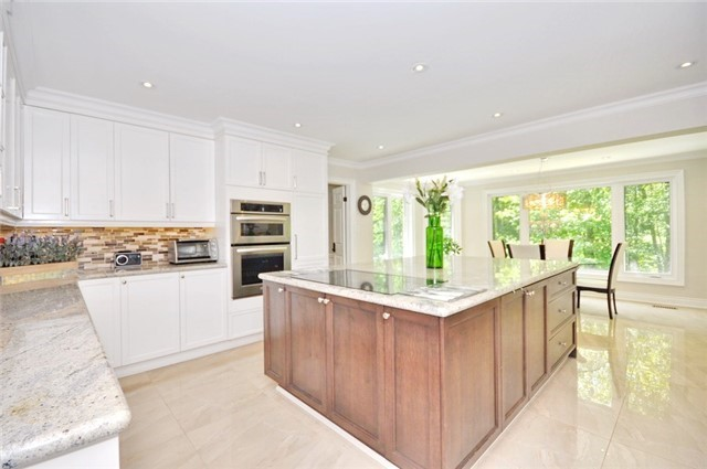 Detached at 70 High Oak Tr, Richmond Hill, Ontario. Image 5