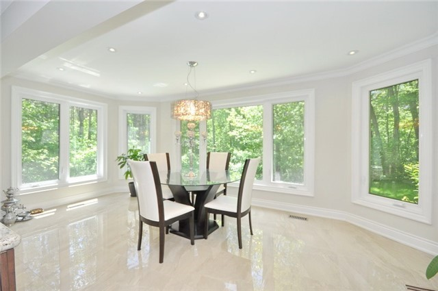 Detached at 70 High Oak Tr, Richmond Hill, Ontario. Image 6