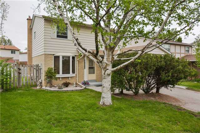 Detached at 247 Robinson Dr, Newmarket, Ontario. Image 12