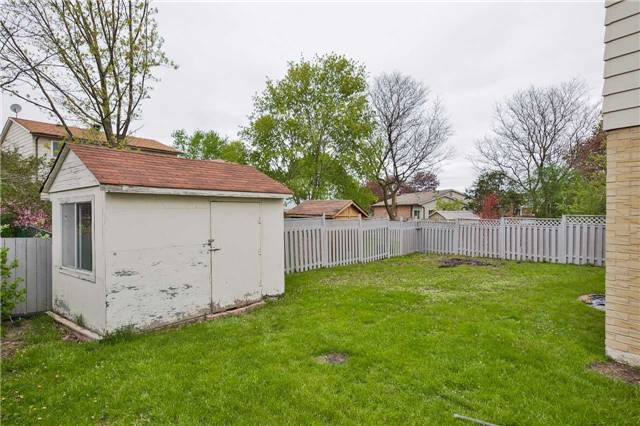 Detached at 247 Robinson Dr, Newmarket, Ontario. Image 14