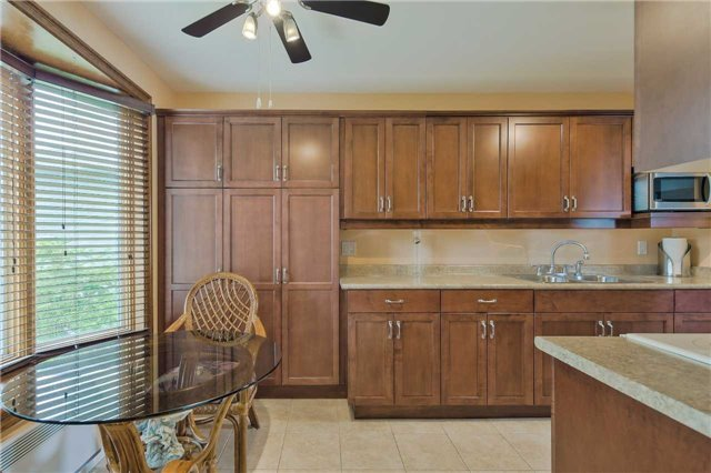 Detached at 247 Robinson Dr, Newmarket, Ontario. Image 17