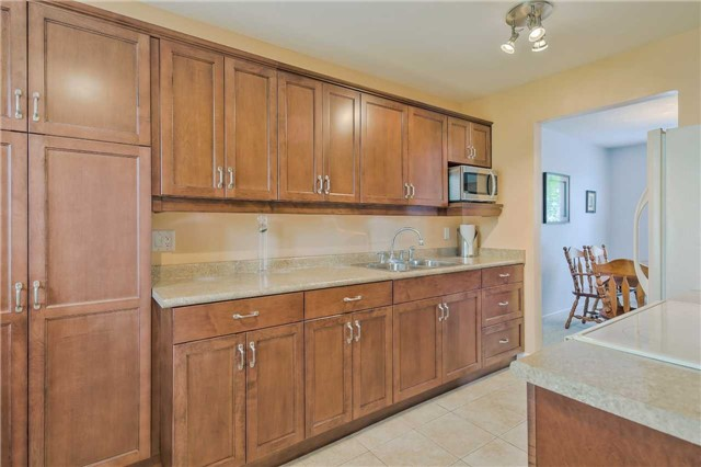 Detached at 247 Robinson Dr, Newmarket, Ontario. Image 18