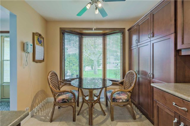 Detached at 247 Robinson Dr, Newmarket, Ontario. Image 19