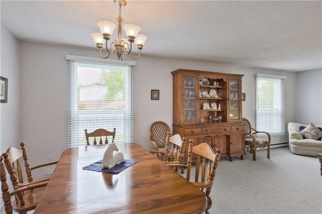 Detached at 247 Robinson Dr, Newmarket, Ontario. Image 20