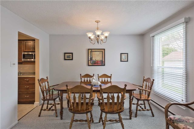 Detached at 247 Robinson Dr, Newmarket, Ontario. Image 2