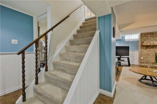 Detached at 247 Robinson Dr, Newmarket, Ontario. Image 11