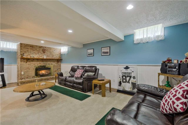 Detached at 247 Robinson Dr, Newmarket, Ontario. Image 13