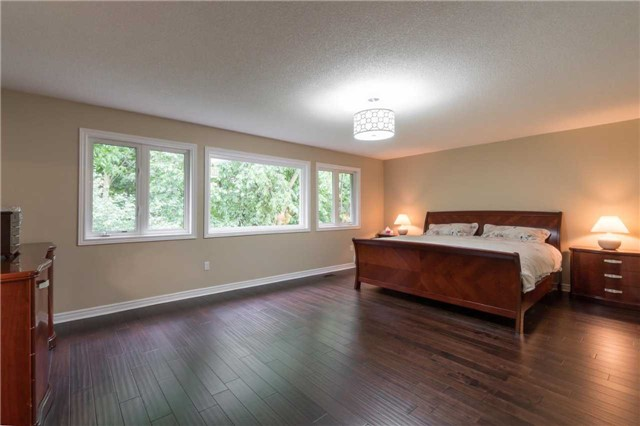 Detached at 164 Stave Cres, Richmond Hill, Ontario. Image 2