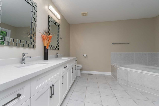 Detached at 164 Stave Cres, Richmond Hill, Ontario. Image 3