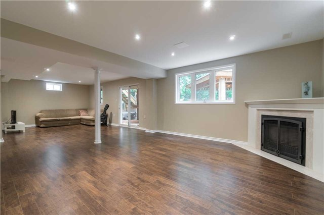 Detached at 164 Stave Cres, Richmond Hill, Ontario. Image 5