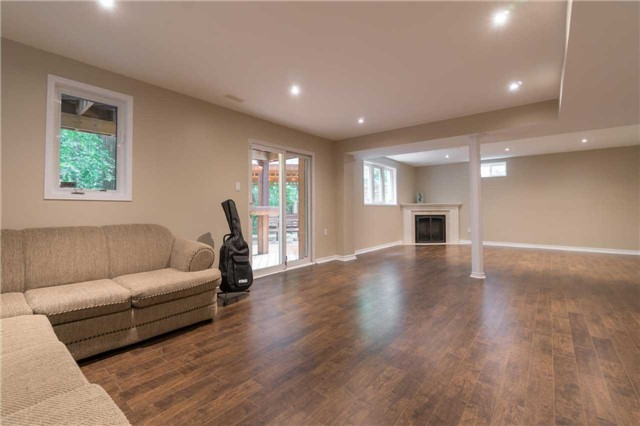Detached at 164 Stave Cres, Richmond Hill, Ontario. Image 6