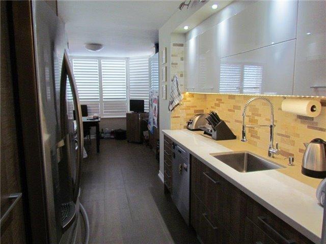 Condo Apartment at 7 Townsgate Dr, Unit 1502, Vaughan, Ontario. Image 16