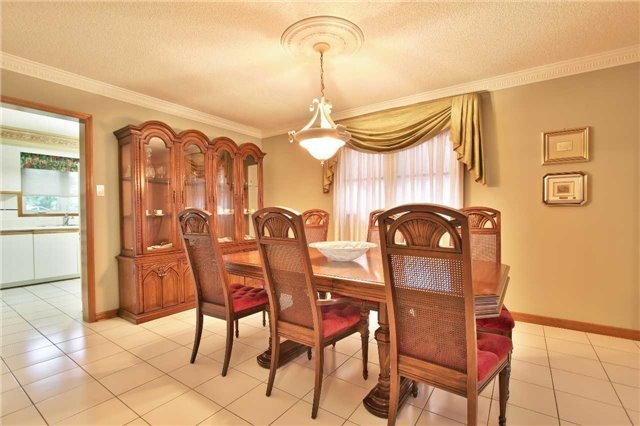 Detached at 142 Longhouse St, Vaughan, Ontario. Image 18