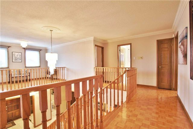 Detached at 142 Longhouse St, Vaughan, Ontario. Image 20
