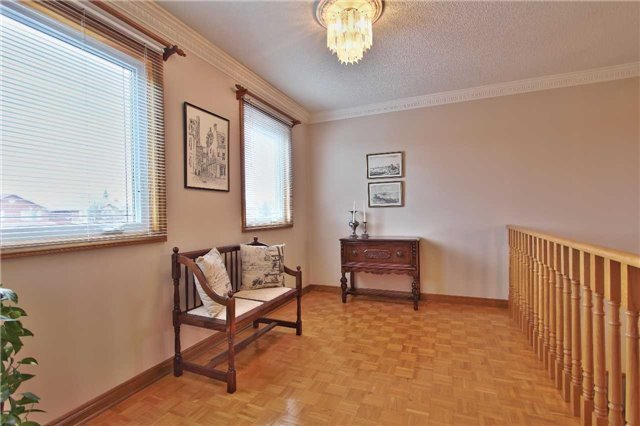 Detached at 142 Longhouse St, Vaughan, Ontario. Image 4