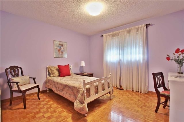 Detached at 142 Longhouse St, Vaughan, Ontario. Image 5