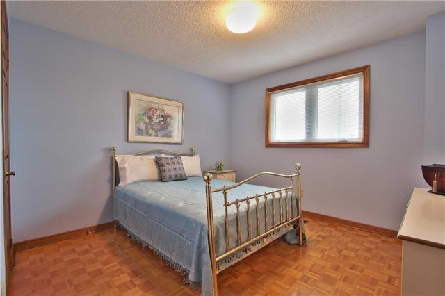 Detached at 142 Longhouse St, Vaughan, Ontario. Image 6
