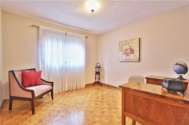 Detached at 142 Longhouse St, Vaughan, Ontario. Image 8