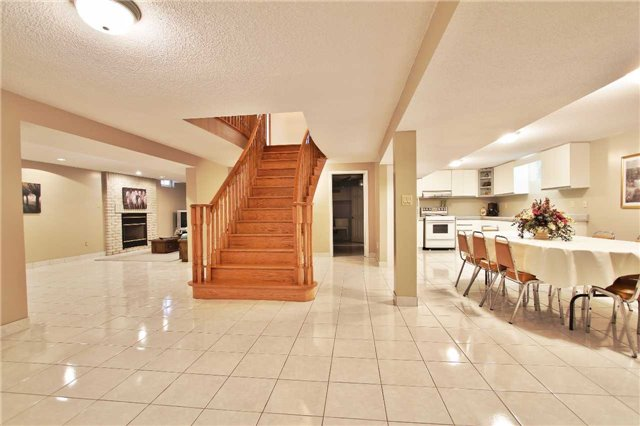 Detached at 142 Longhouse St, Vaughan, Ontario. Image 9