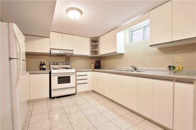 Detached at 142 Longhouse St, Vaughan, Ontario. Image 10